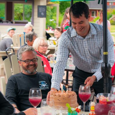 Owner, Eliot serves cake